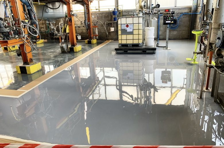 Ponçage diamant, ragréage du sol et mise en œuvre d'une résine de sol en 3 couches sur 150.00 m2